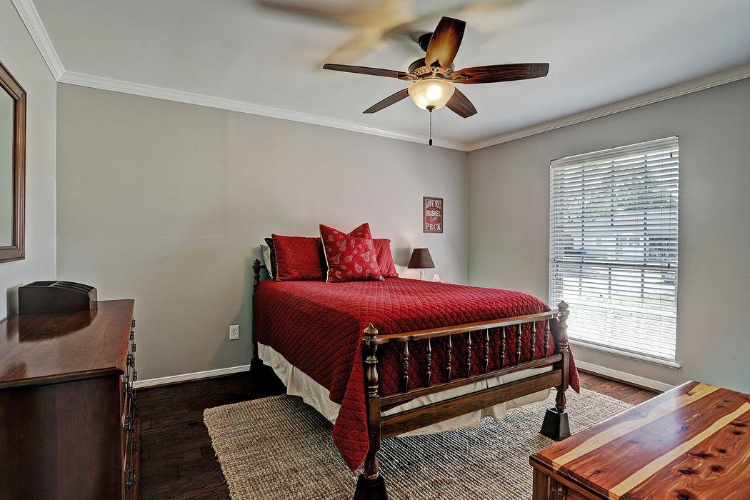 5942 Benning Drive Houston, TX 77096