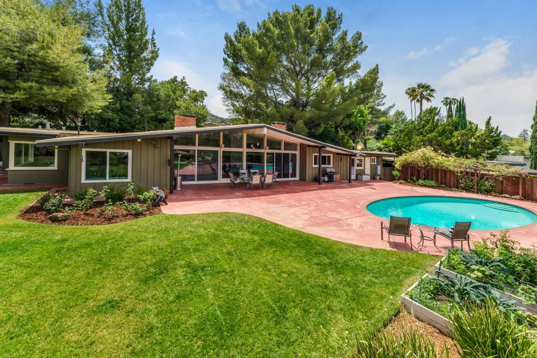 16954 Strawberry Drive Encino, CA 91436