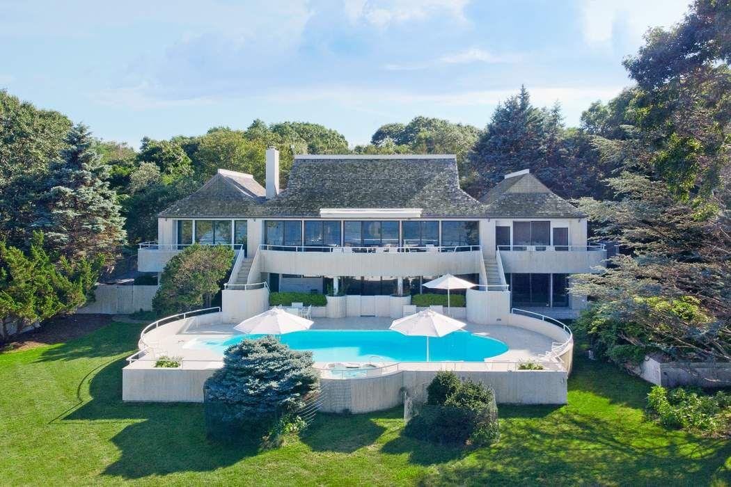 28 Hedges Banks Drive East Hampton, NY 11937
