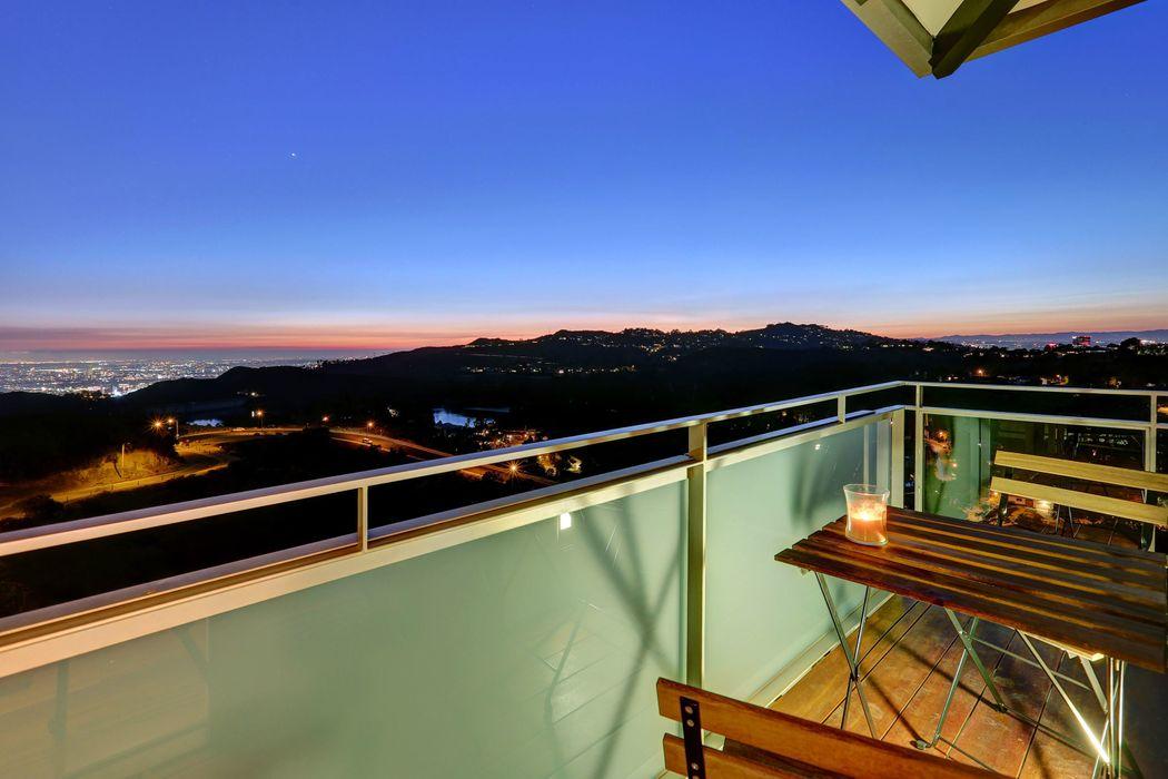 Stunning Views Los Angeles, CA 90068