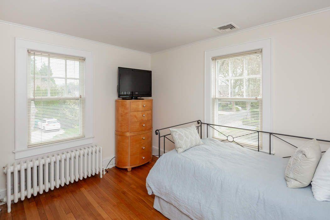 25 Mill Hill Lane East Hampton, NY 11937