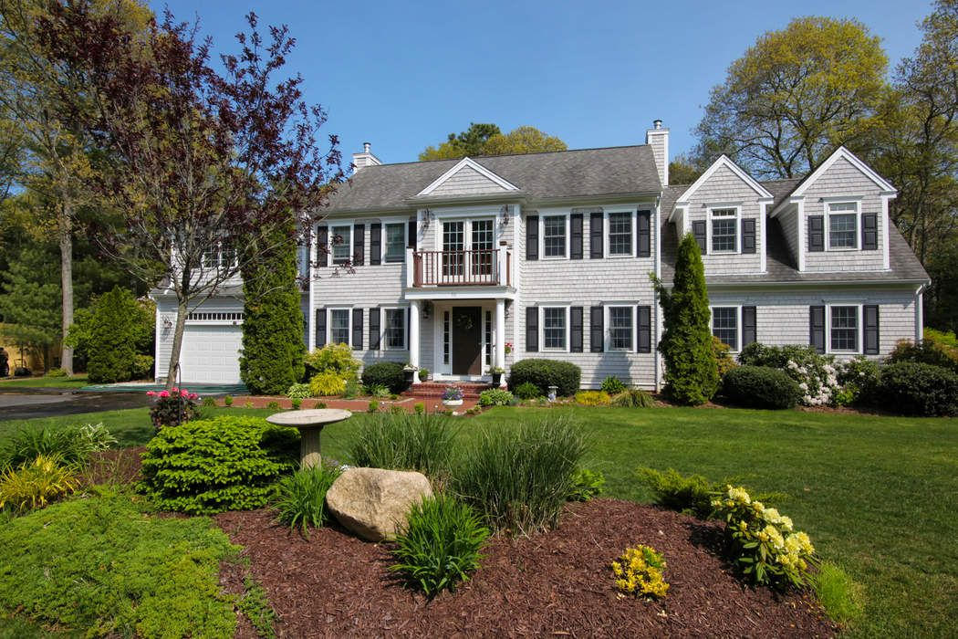 Spacious Custom Colonial in Osterville