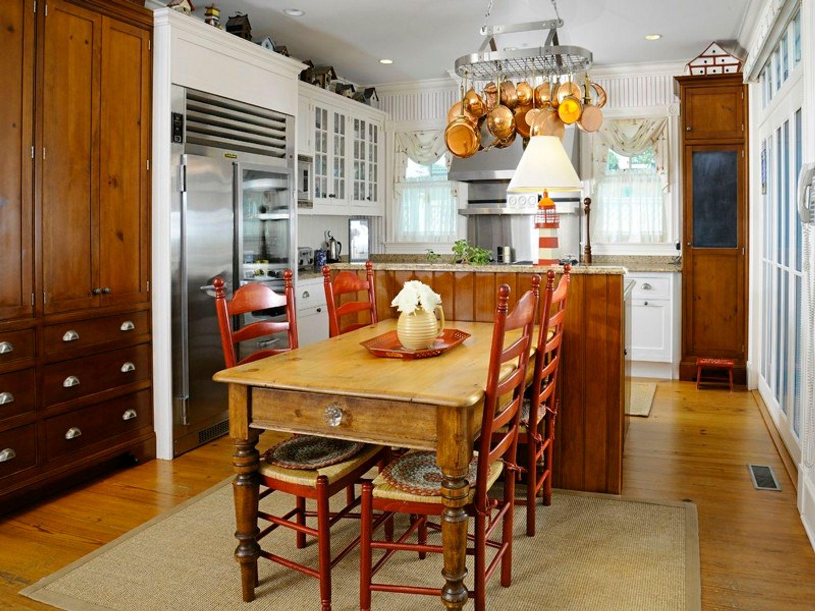 Gourmet kitchen with island