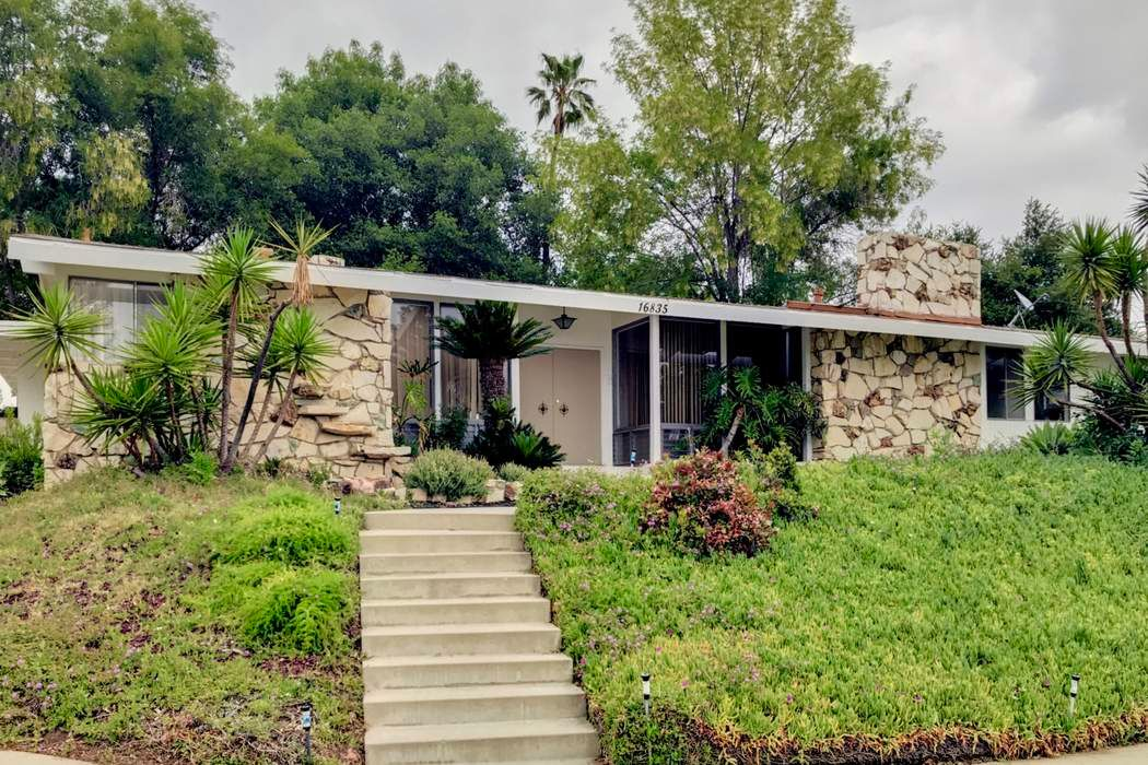 Mid Century Modern in North Hills Lease