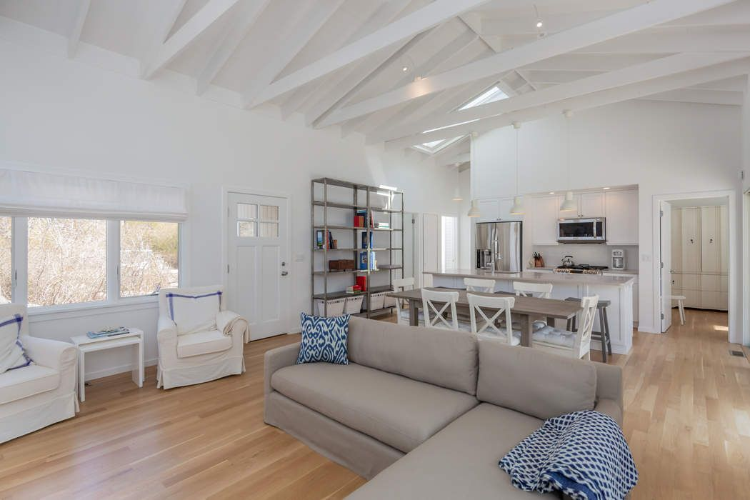 AMAGANSETT DUNES, RENOVATED BEACH HOUSE