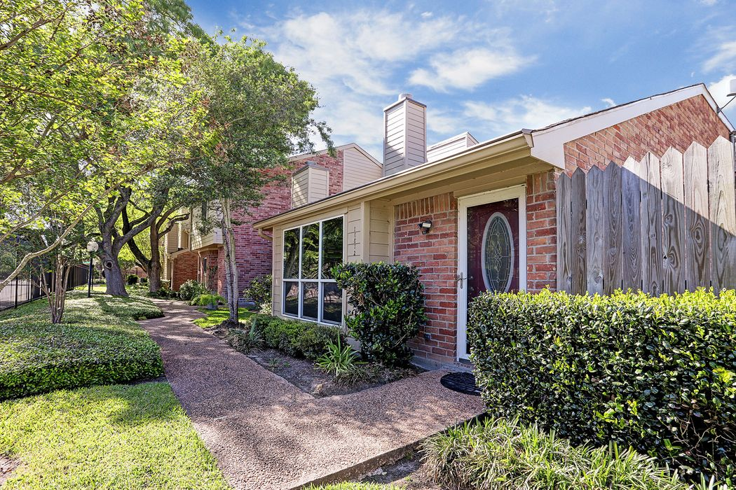 11812 Barryknoll Lane Houston, TX 77024