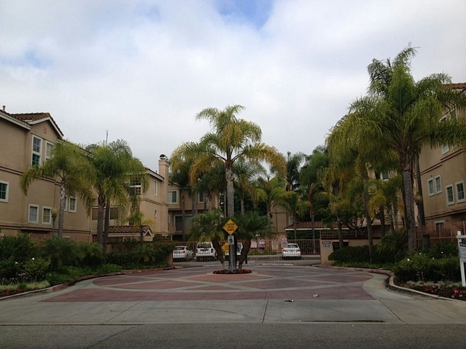 Townhome Living Adjacent to Beach Cities, Hawthorne CA Townhouse - Los Angeles Real Estate