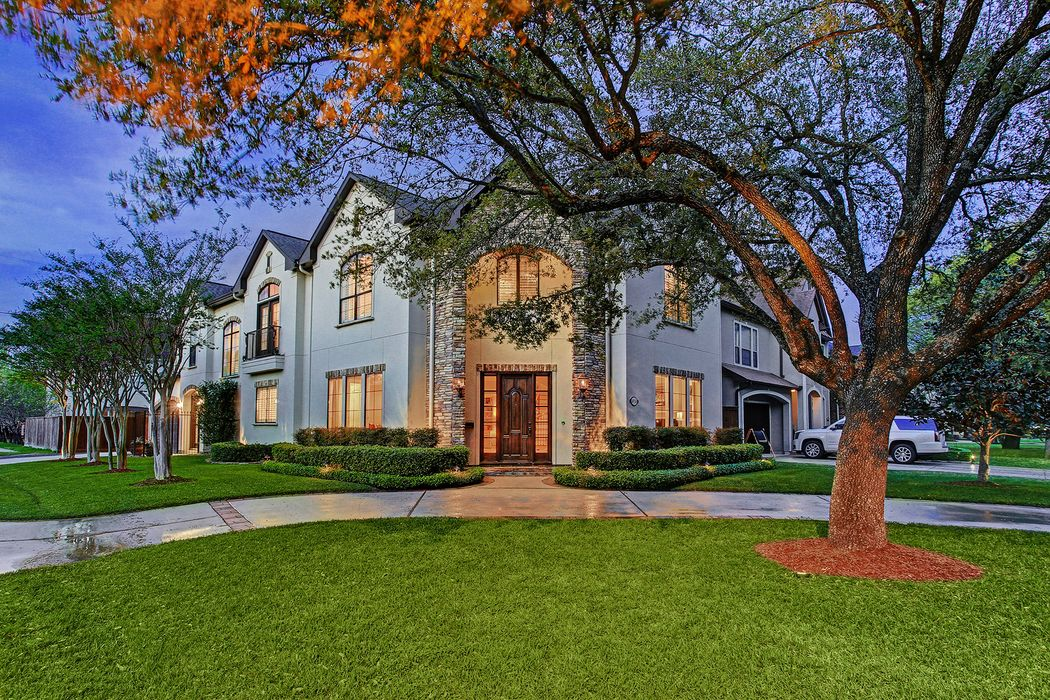 4924 Chestnut Street Bellaire, TX 77401