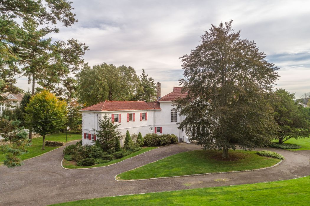 91 R Indian Head Road Riverside, CT 06878