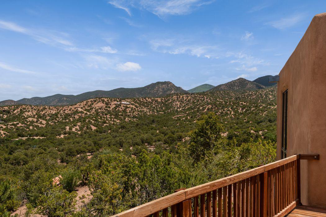 40 A Camino De Milagro Santa Fe, NM 87506