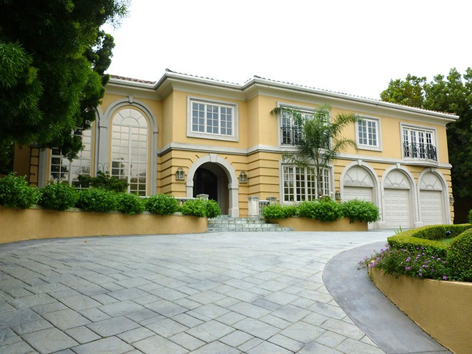 135 Monovale Drive, Beverly Hills CA Single Family Home - Los Angeles Real Estate