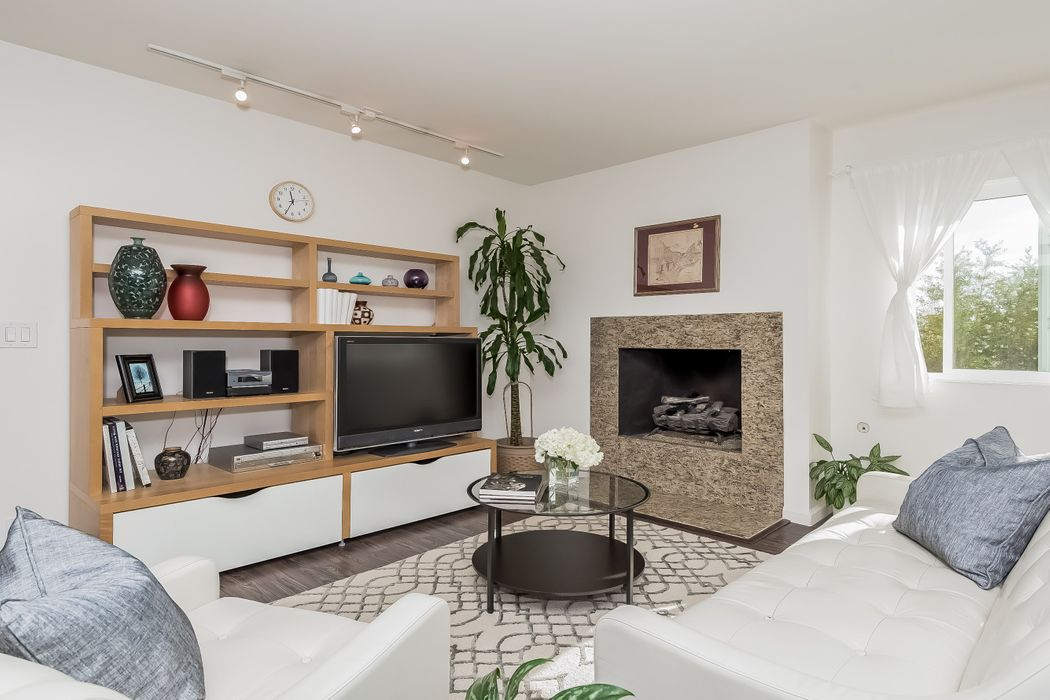451 S Barrington Avenue Los Angeles, CA 90049