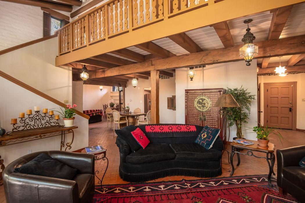 732 Bishops Lodge Rd Santa Fe, NM 87501