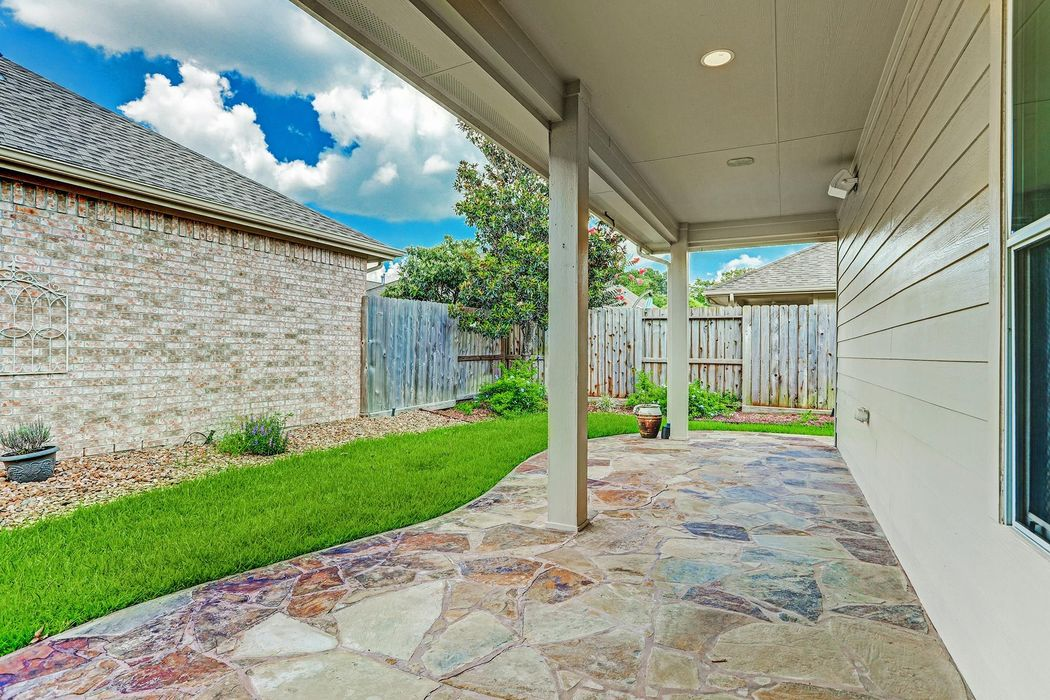 2405 Modena Court Pearland, TX 77581