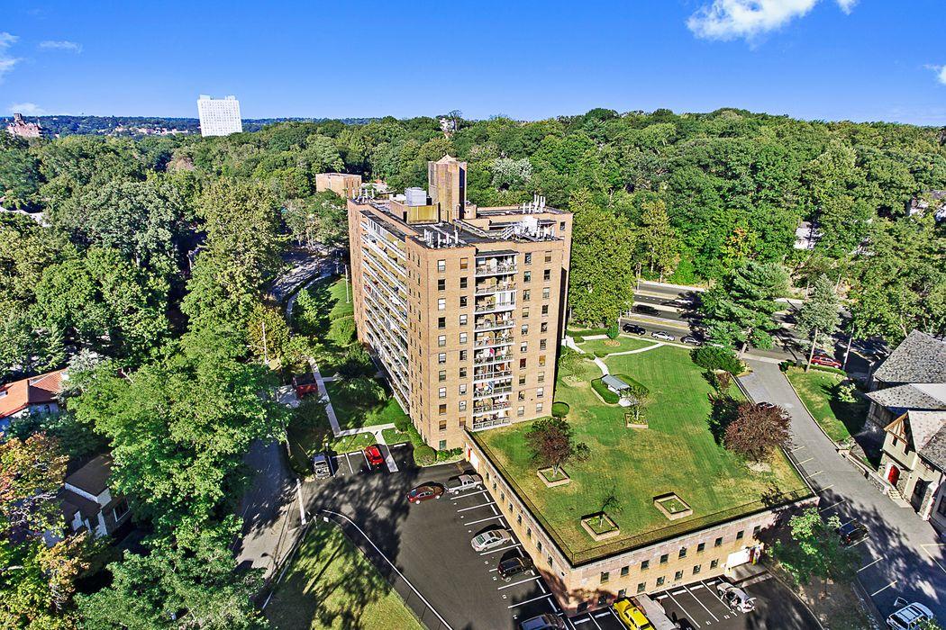 4901 Henry Hudson Parkway Riverdale, NY 10471