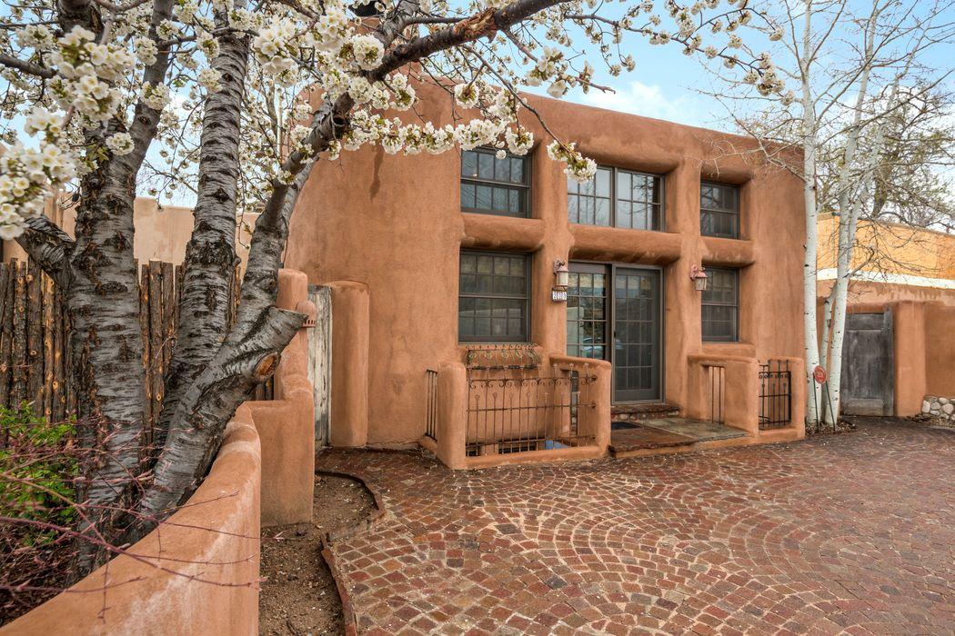 233-A Delgado Street Santa Fe, NM 87501