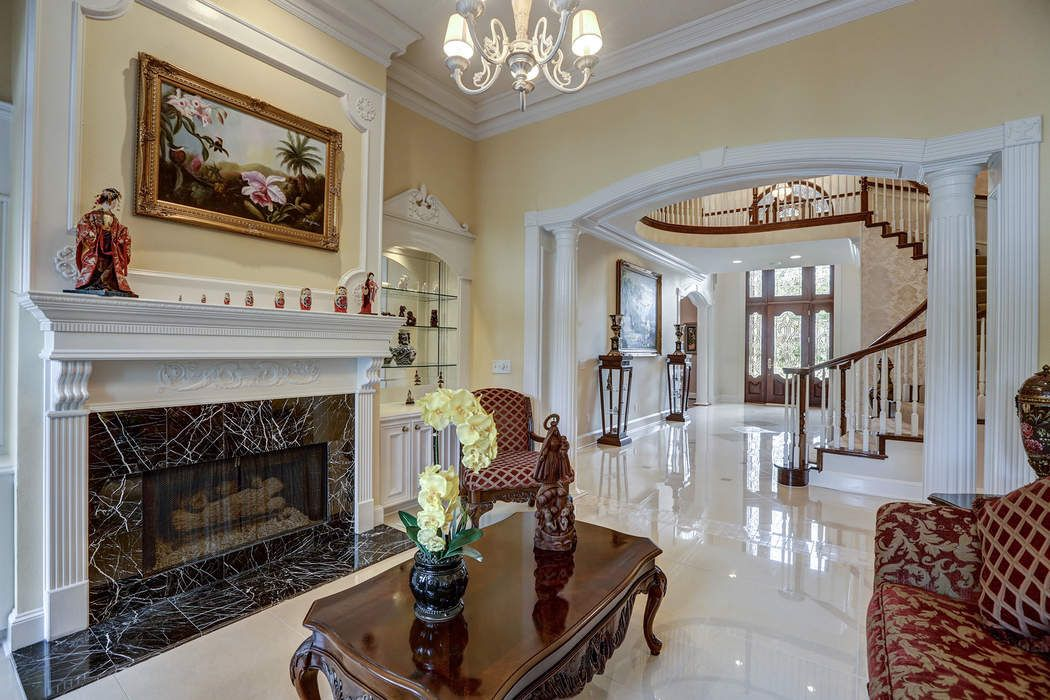 1903 Candlelight Court Friendswood, TX 77546