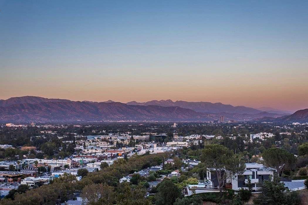 4142 Vanetta Drive Studio City, CA 91604
