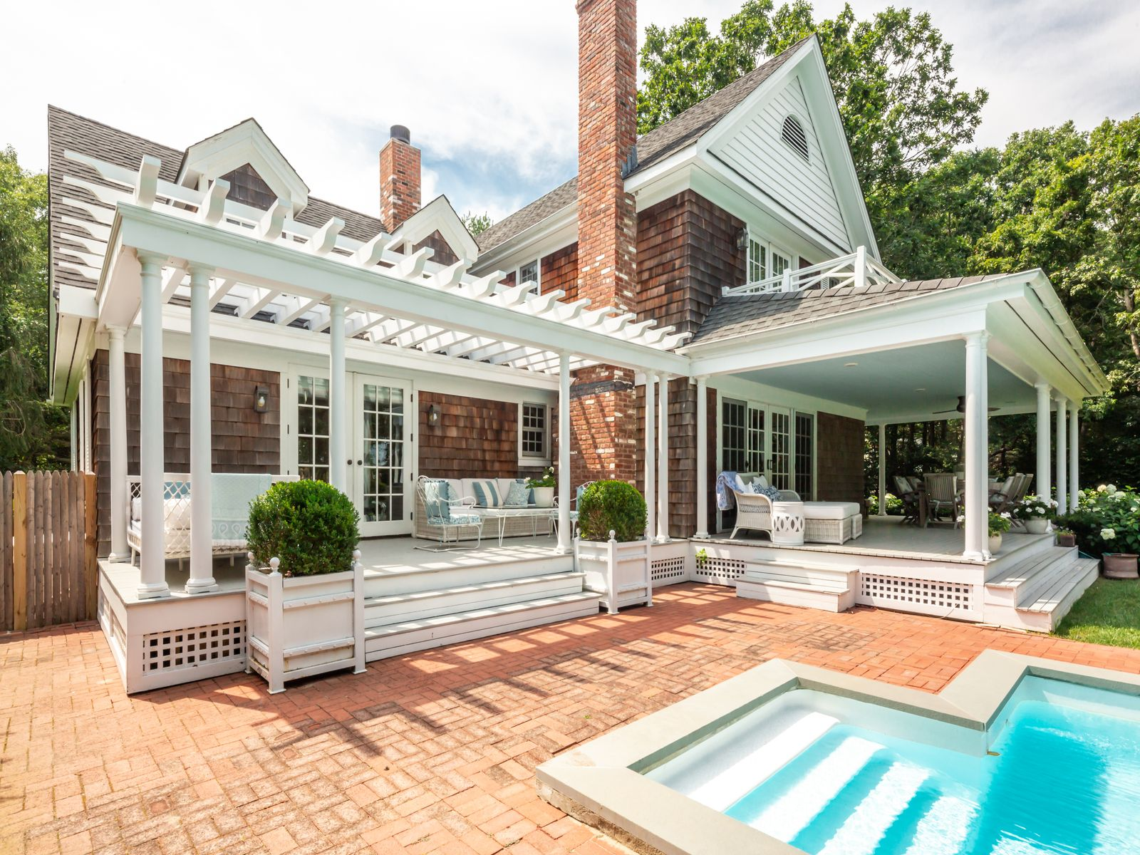 Chic and Serene in Water Mill