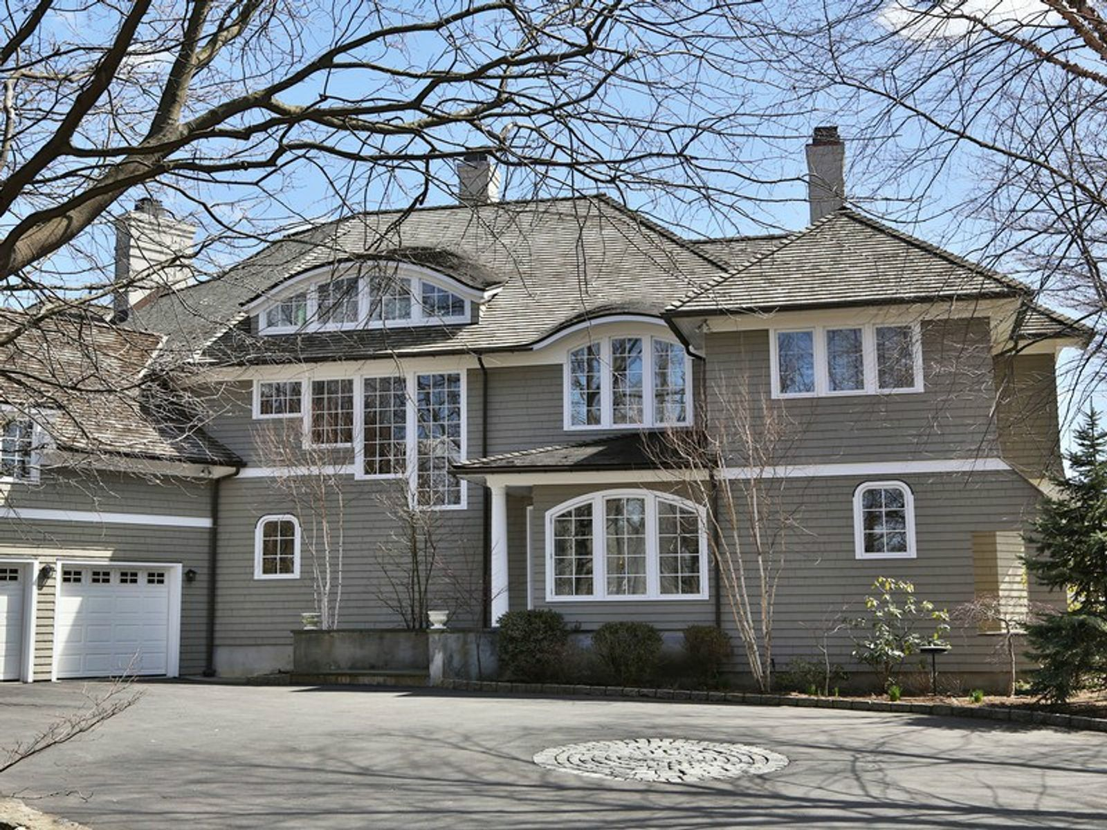 Nantucket Style Living, Greenwich CT Single Family Home - Greenwich Real Estate