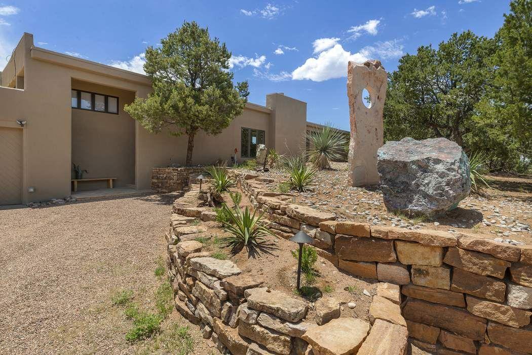 12 Estrada Redonda Santa Fe, NM 87506