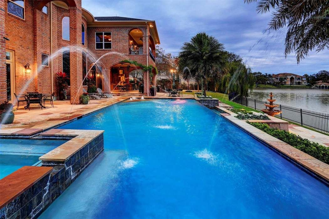 7 Paradise Point Drive Sugar Land, TX 77478
