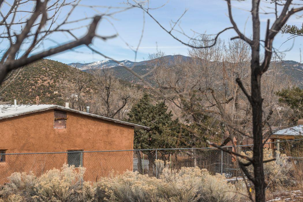 1137 Camino Delora Santa Fe, NM 87505