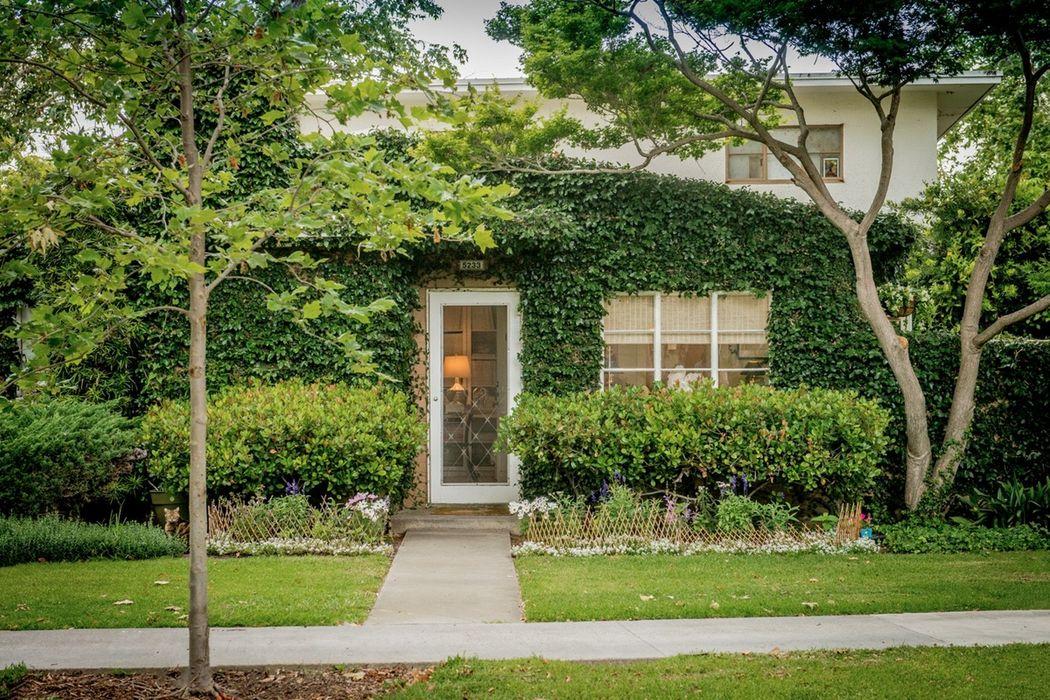 5233 Village Green Los Angeles, CA 90016
