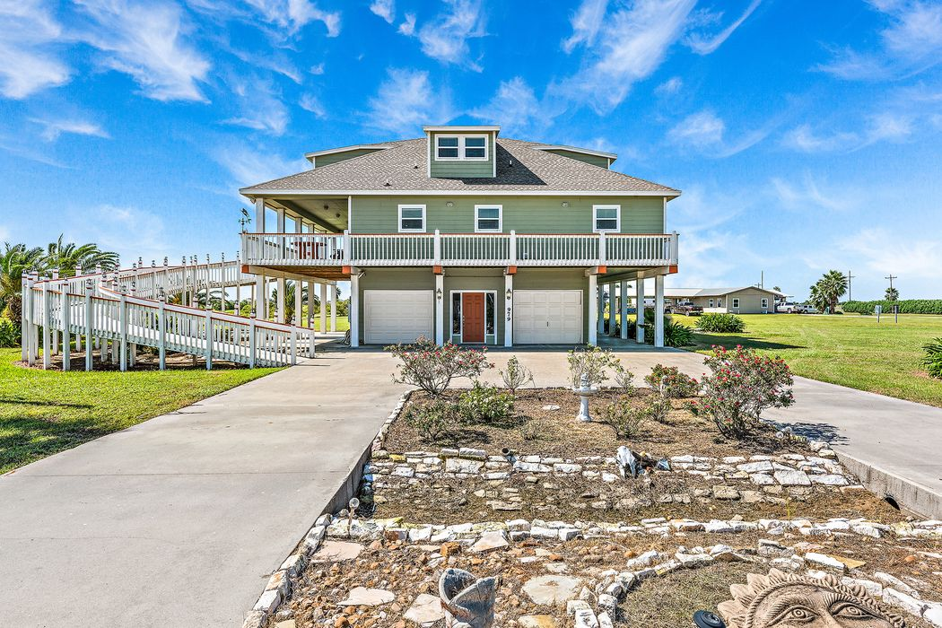 979 Rancho Carribe Drive Crystal Beach, TX 77650