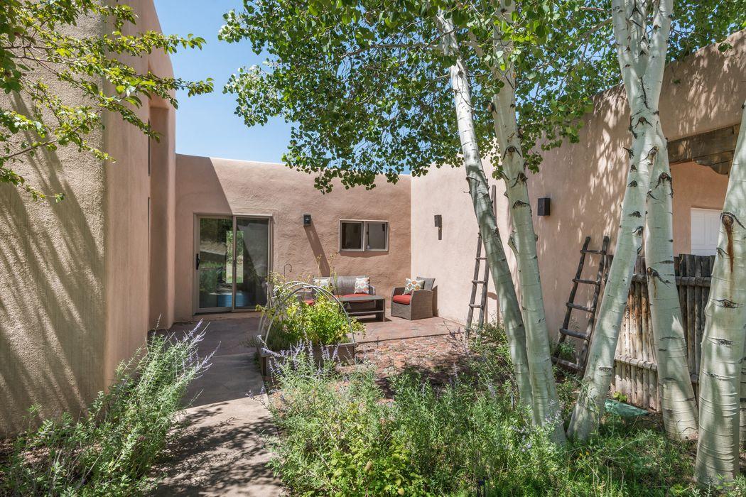 46 Old Pecos Ln Santa Fe, NM 87508