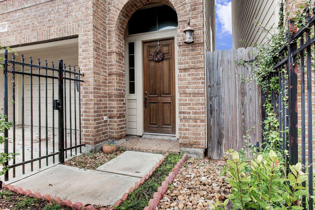 2107 Francis Street Houston, TX 77004
