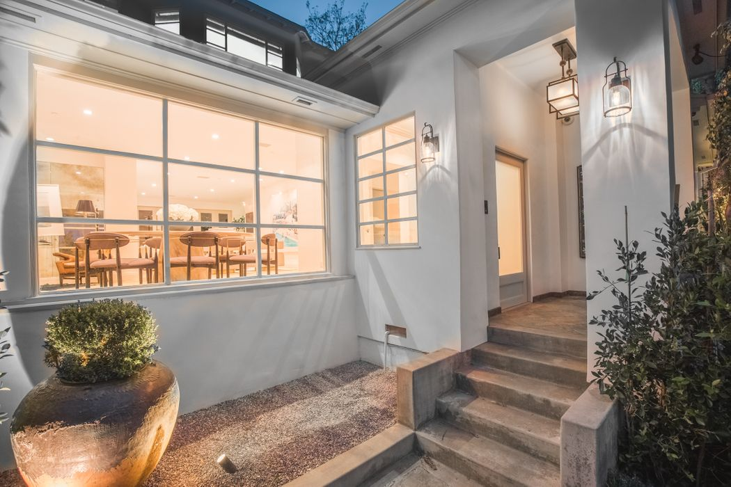 1145 Sunset Vale Avenue West Hollywood, CA 90069