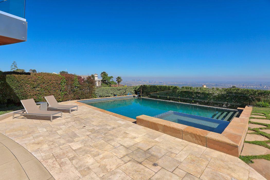 2235 Hercules Drive Los Angeles, CA 90046