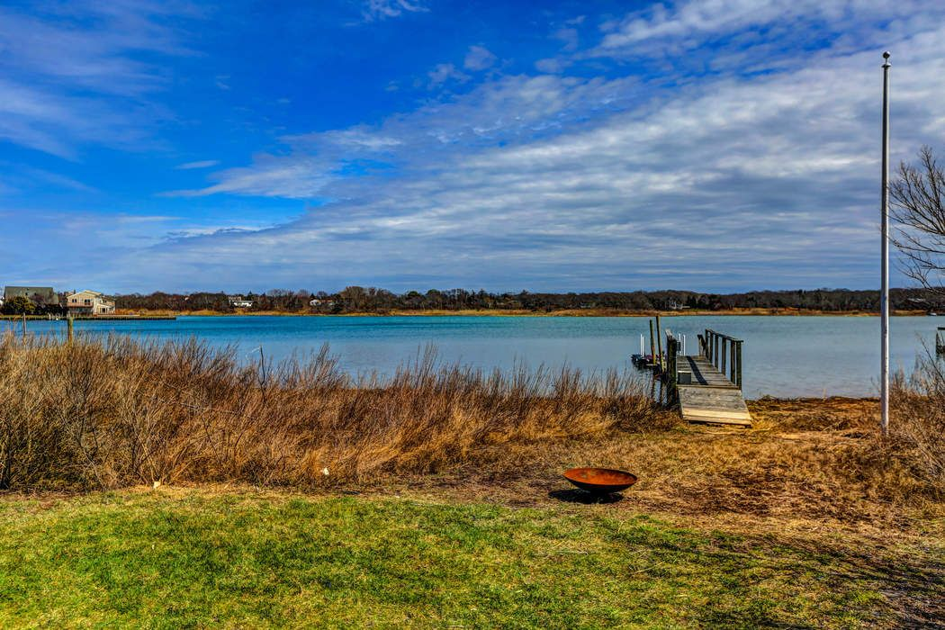 Waterfront Cottage Southampton, NY 11968