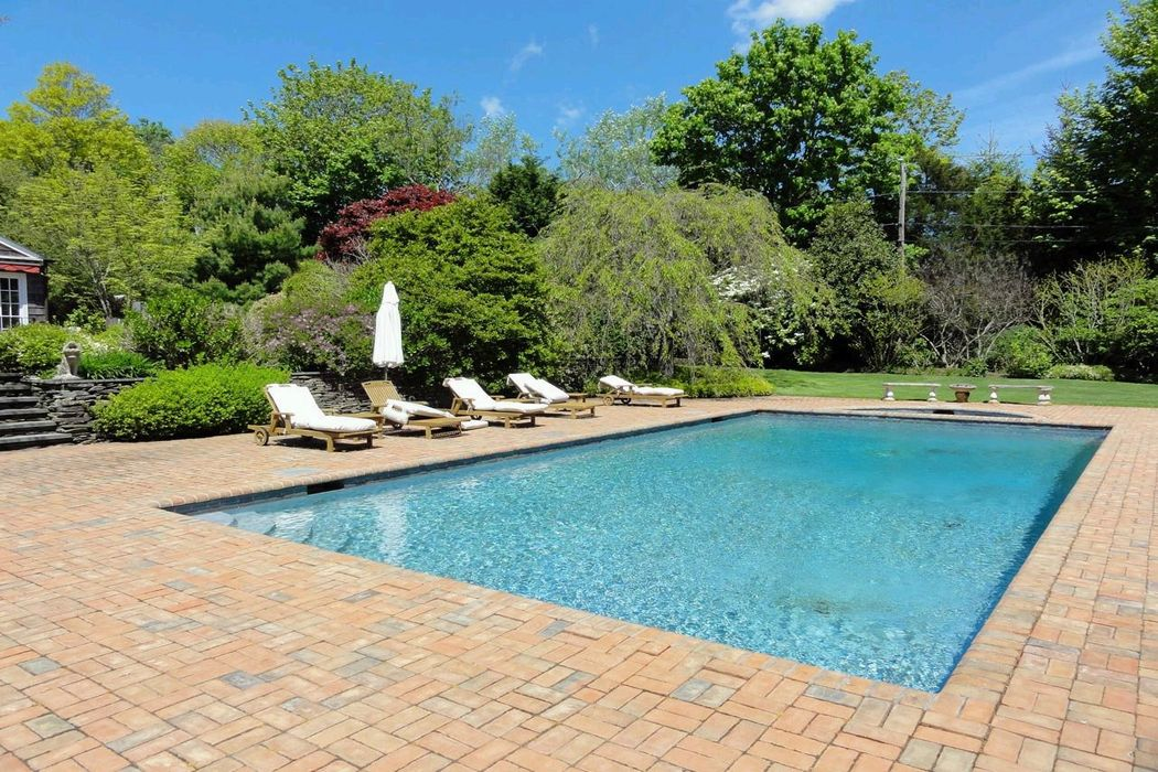 Charming Beach Estate Bridgehampton, NY 11932