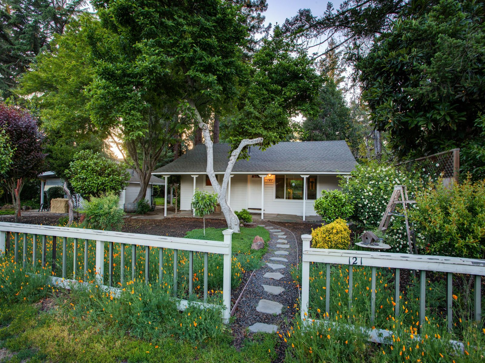 1950's Kenwood Farmhouse, Kenwood CA Single Family Home - Sonoma - Napa Real Estate