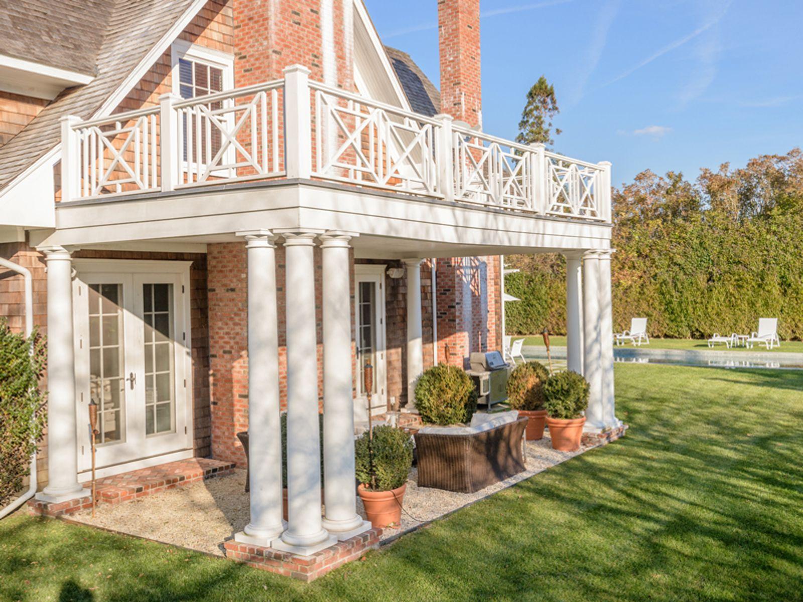 Classy Village Home - Southampton