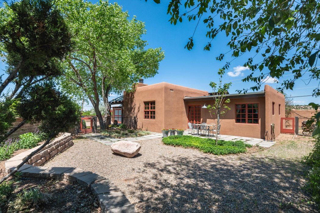 901 Placita Chaco Santa Fe, NM 87505