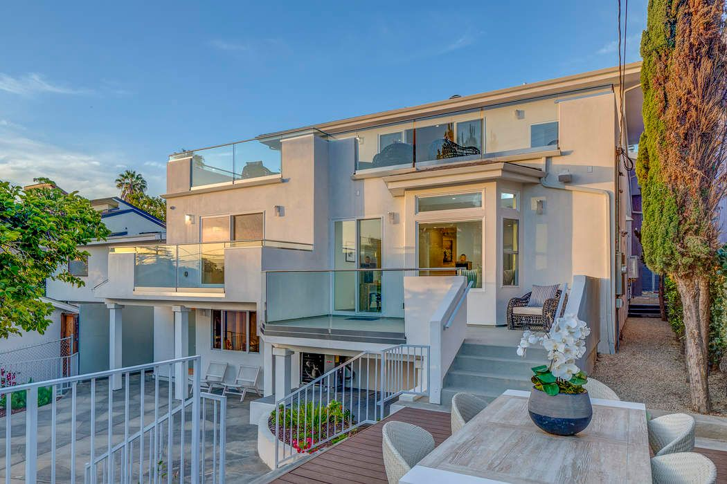 Modern Jewel in Westside Village