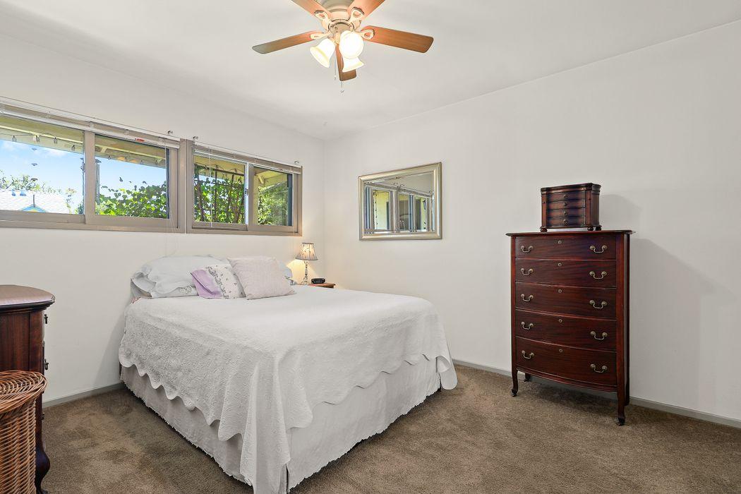 689 Woodbury Road Altadena, CA 91001