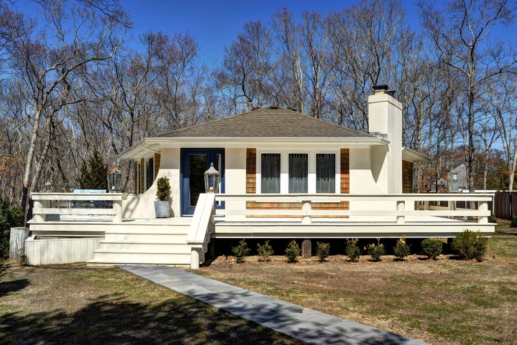 Chic, Turn Key Beach Bungalow East Hampton, NY 11937