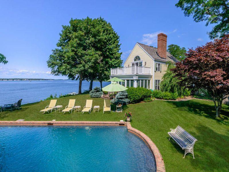 Exquisite Dering Harbor Estate