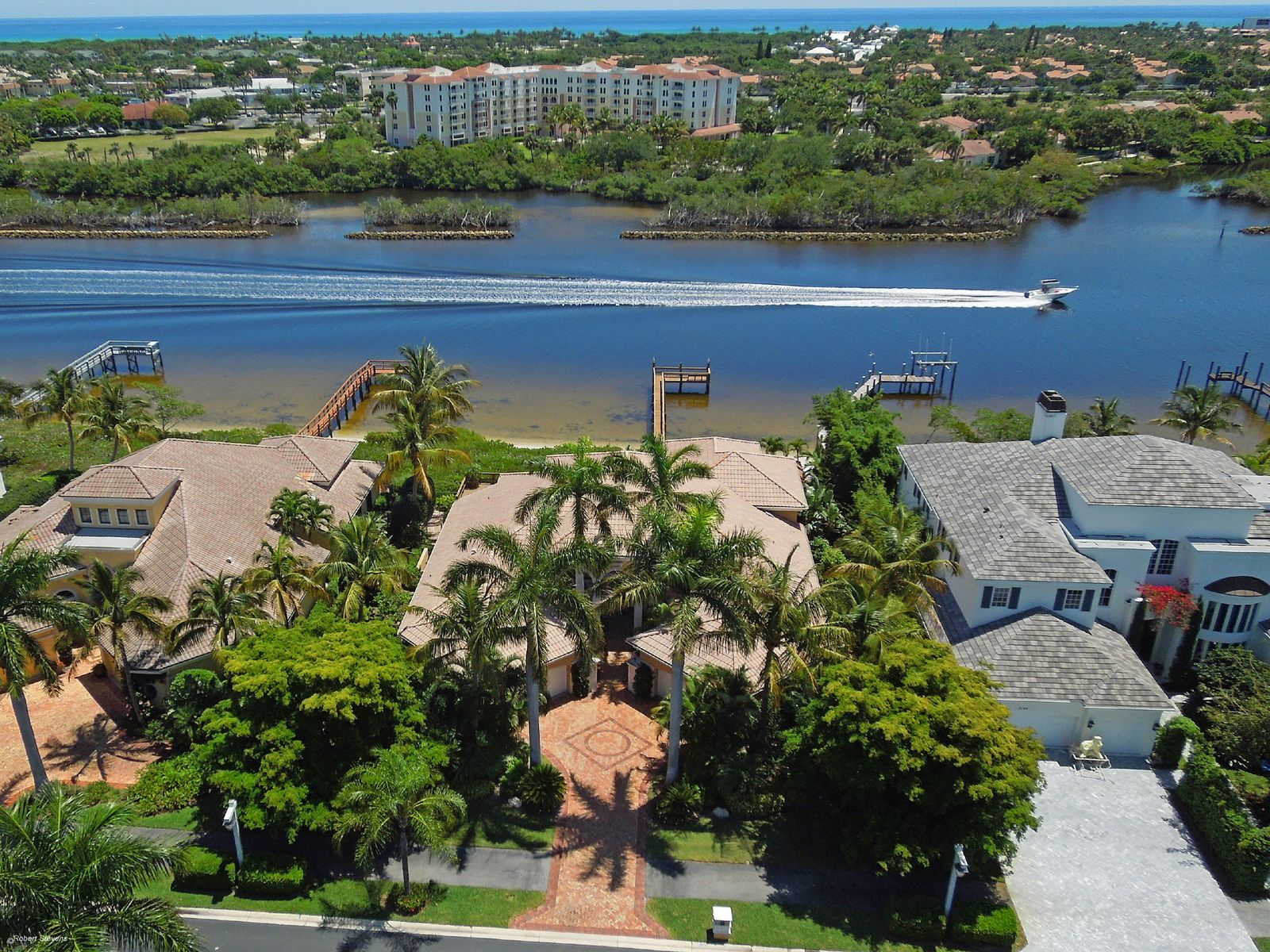 Jonathans Landing Exceptional Waterfront