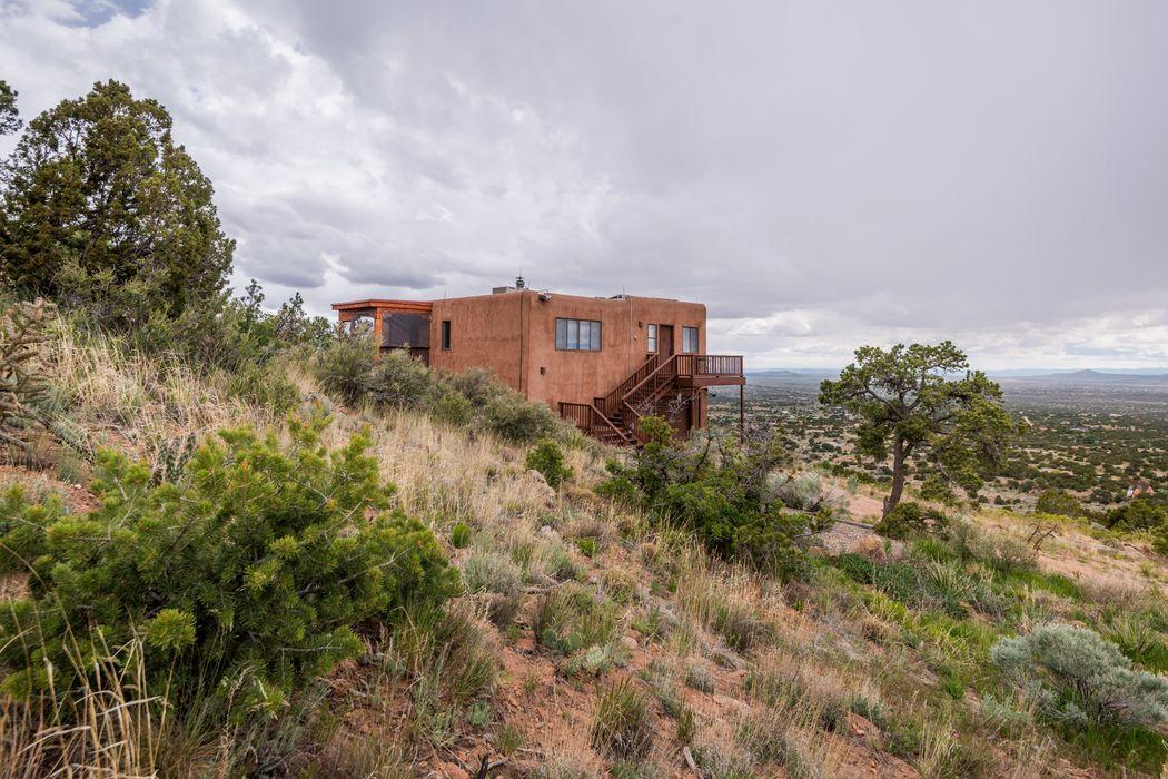 113 Coyote Crossing Santa Fe, NM 87508
