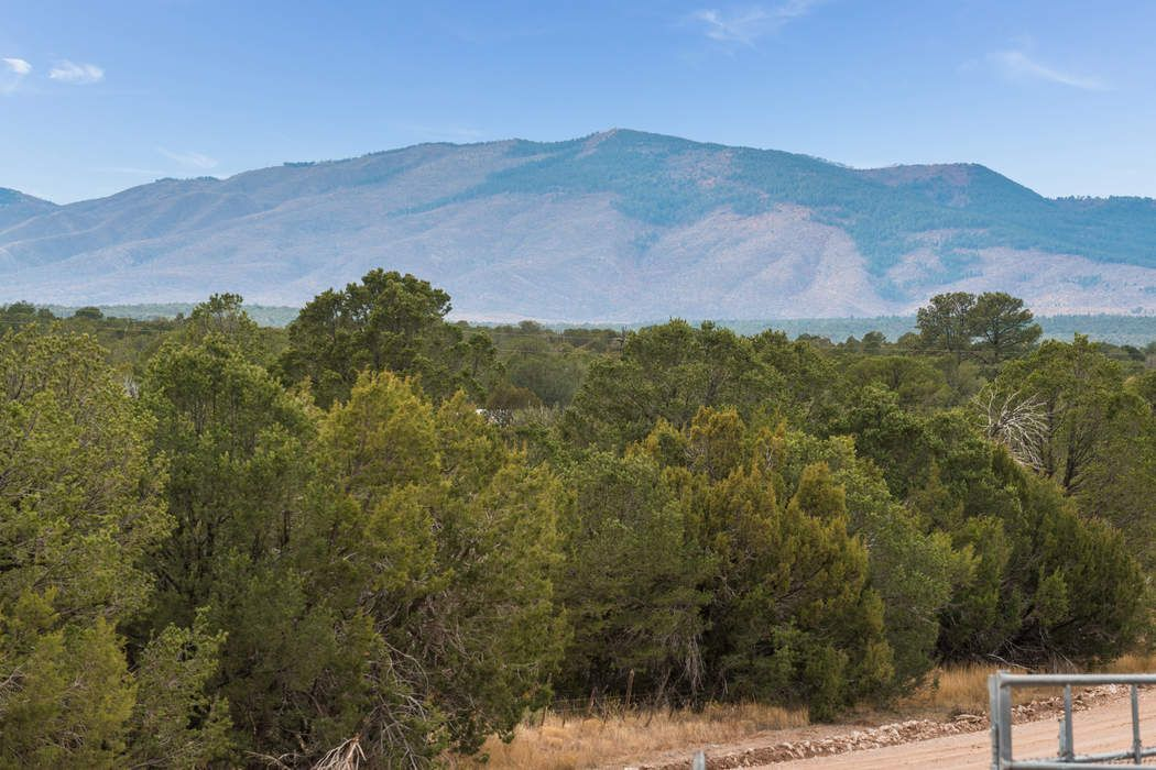 84 Oakwood Road Estancia, NM 87106