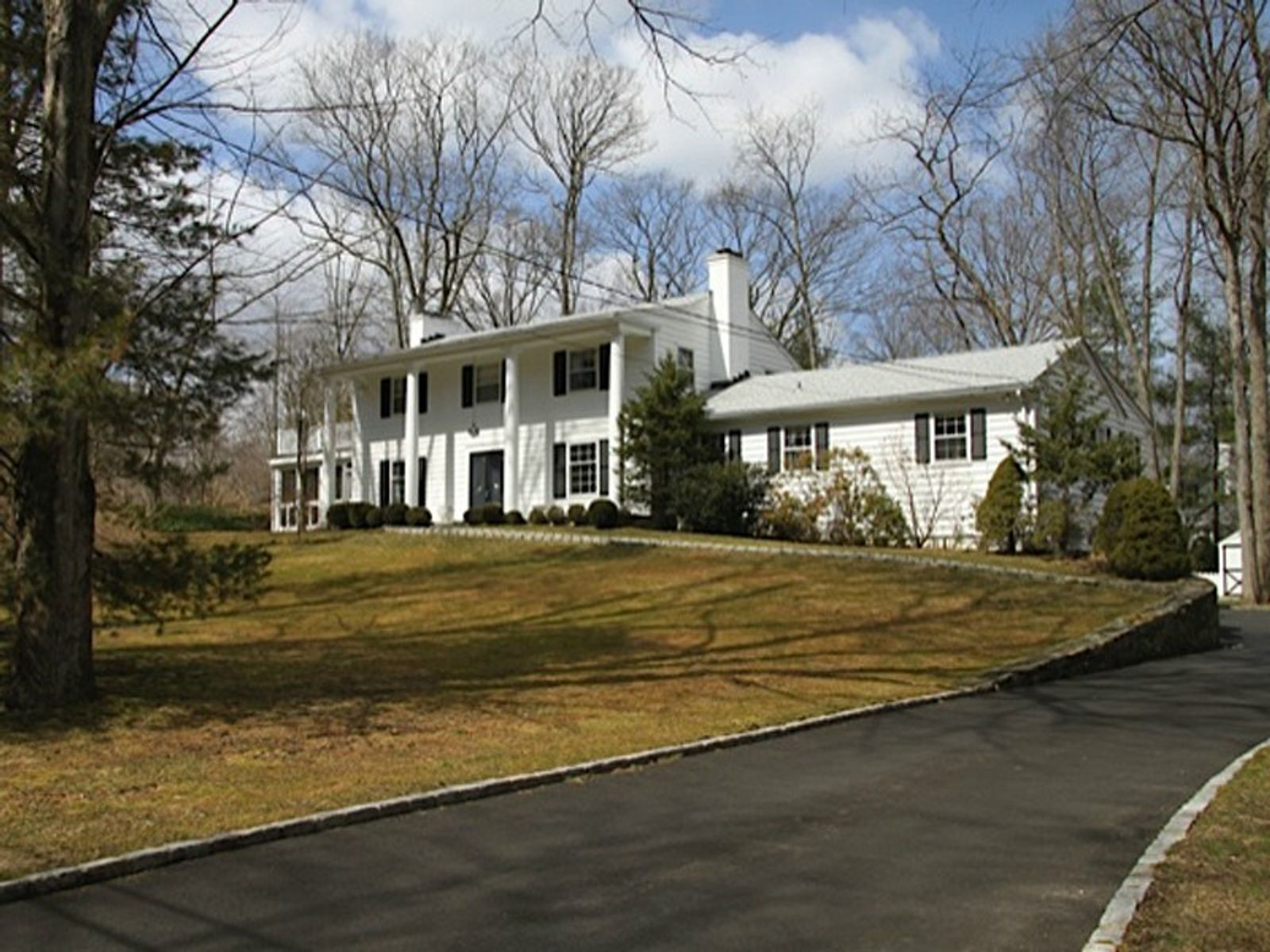 Mid-Country Greenwich, Greenwich CT Single Family Home - Greenwich Real Estate