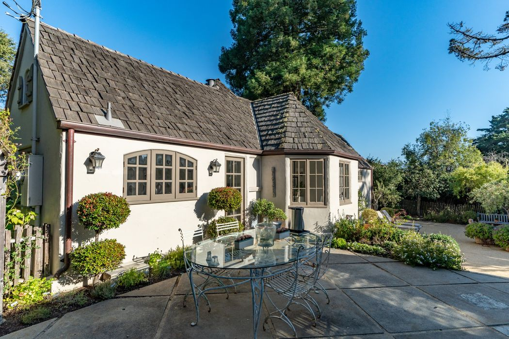 25148 Hatton Road Carmel, CA 93923