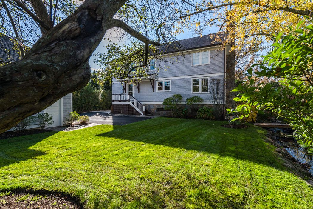 12 Ledge Road Old Greenwich, CT 06870
