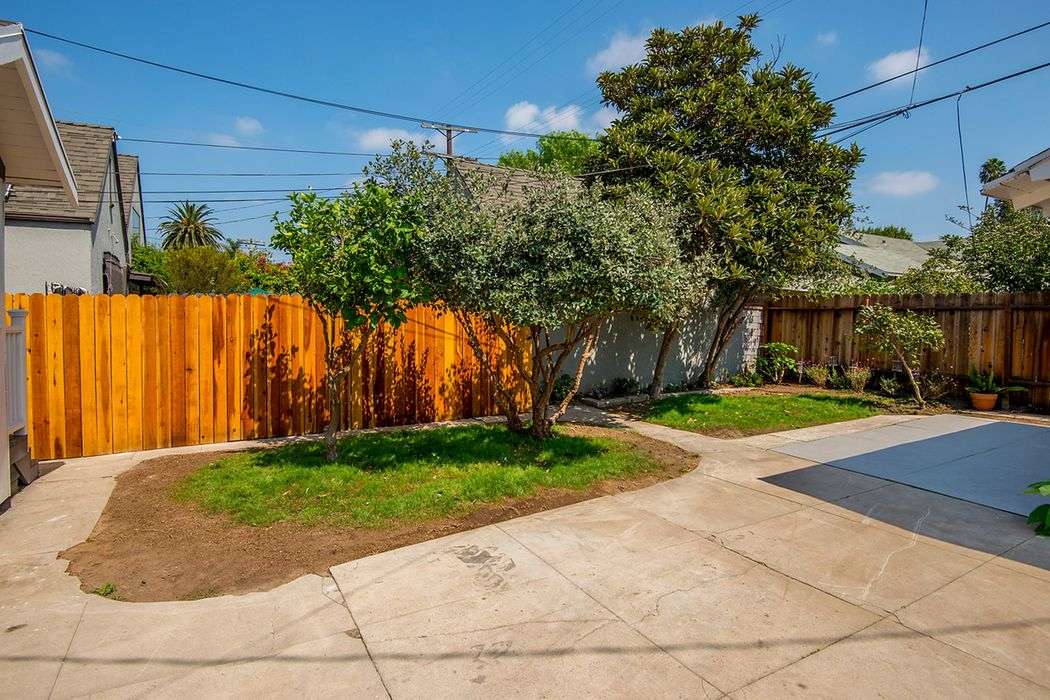 112 South Wilton Place Los Angeles, CA 90004