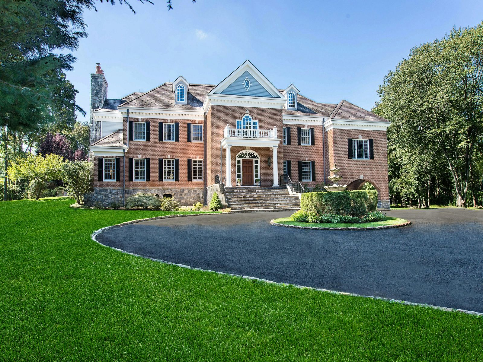 Deerfield Manor, Greenwich CT Single Family Home - Greenwich Real Estate